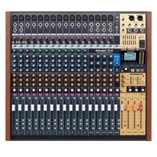 Tascam Model 24 analog mixer og 24 track digital recorder